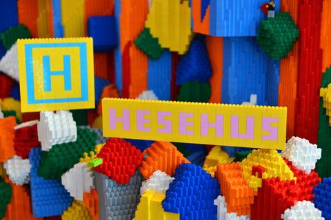 Hesehus på besøg i LEGO House
