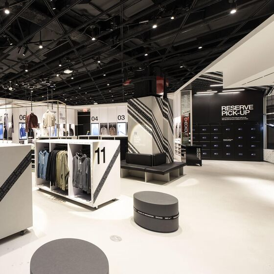 Nike, In-store delivery and returns, lockers for pickup and return